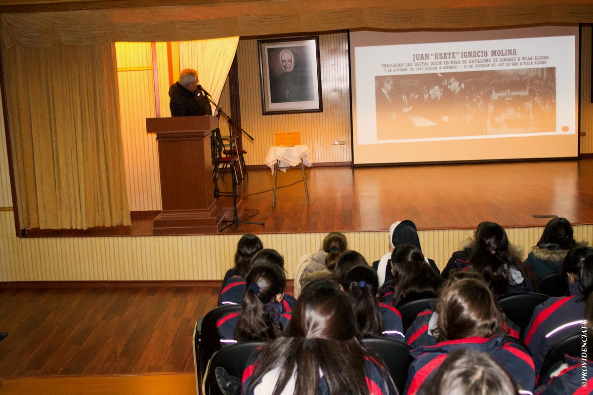 """Muestra del Libro """"Crónicas de Linares"""" – Colegio"""